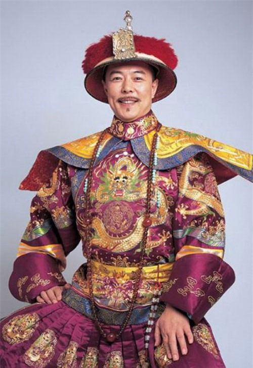 """""""Hoàng a mã"""" Trương Thiết Lâm: Phải đi tu ở tuổi 60 vì scandal tình ái và bỏ rơi con cái - Ảnh 1."""