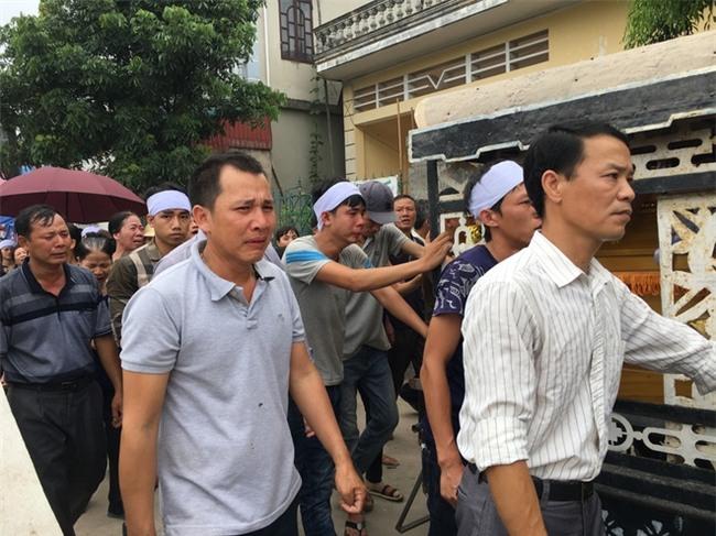 Vụ 4 người đuối nước ở Thường Tín: Vợ tưởng chồng đưa các cháu đi viện - Ảnh 6.