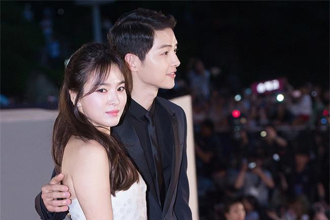 Tiết lộ chi tiết về câu chuyện tình yêu của Song Joong Ki và Song Hye Kyo! - Ảnh 2.
