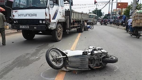 tai nạn, tông xe liên hoàn, Sài Gòn, xe tải cẩu