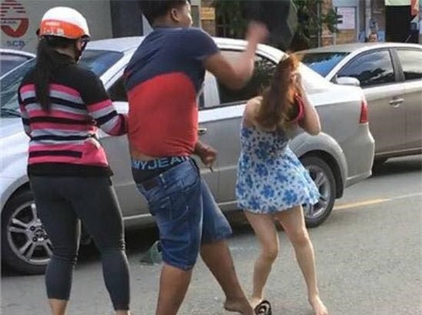 Lời khai của nam thanh niên dùng mũ bảo hiểm đánh người phụ nữ trên phố Đồng Nai - Ảnh 1.