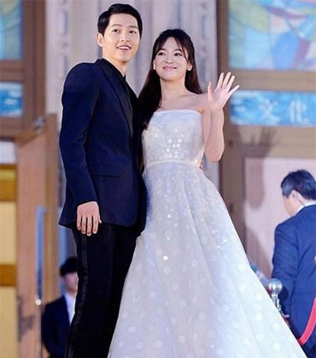 tuong phu the hien hien tren mat - troi sinh song joong ki, song hye kyo da la mot cap - 1