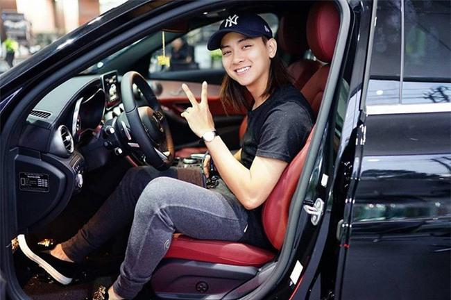 Vừa bước sang tuổi 22, Hoài Lâm khiến fan sao Việt ngỡ ngàng - Ảnh 1.