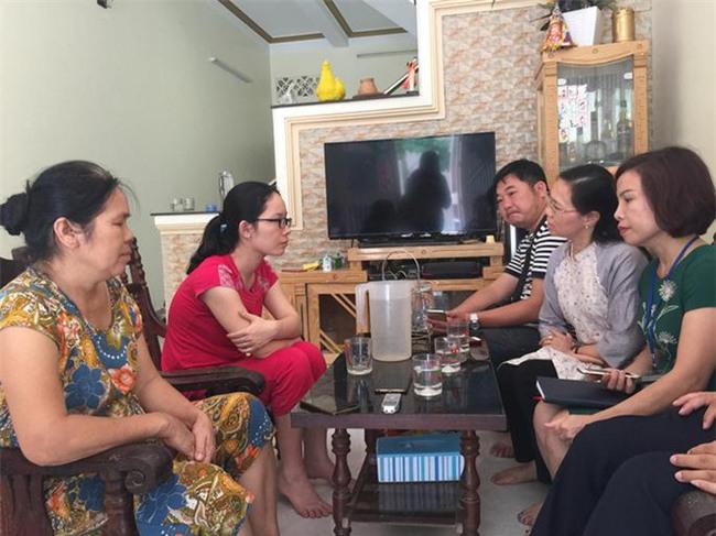 Bác sĩ bệnh viện đa khoa Hòa Bình rơi nước mắt khi biết tin bác sĩ Lương được tại ngoại - Ảnh 1.