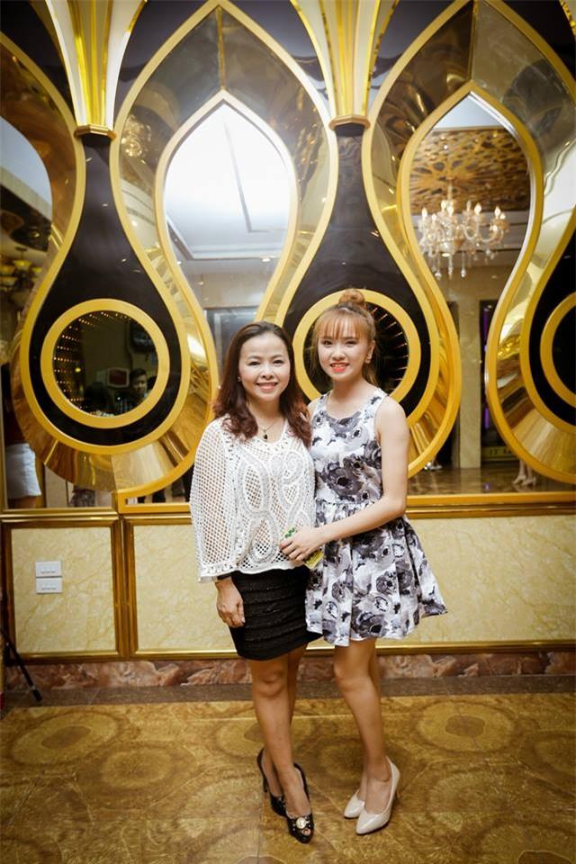 Nhan sắc của bà mẹ U50 trẻ xinh như hotgirl hát Mẹ yêu con tặng con gái trong ngày vu quy - Ảnh 4.