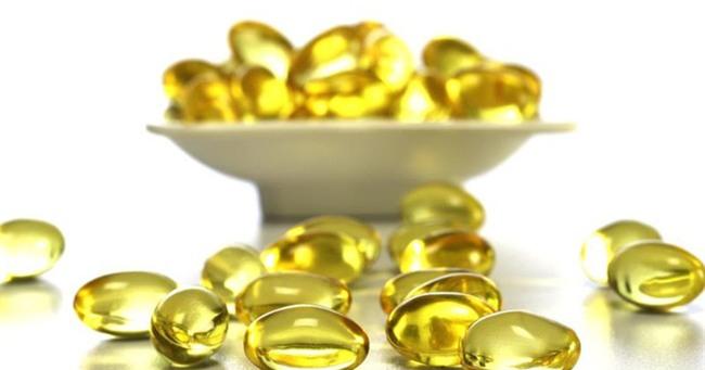 Không mua được mỹ phẩm xịn thì mua vài viên vitamin E rẻ tiền này về thoa mỗi đêm cũng đẹp rạng ngời - Ảnh 1.