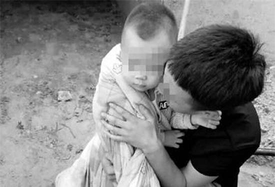 Bé 5 tuổi bị bắt cóc ngay khi đang ngủ cùng bố mẹ trong nhà - Ảnh 1.