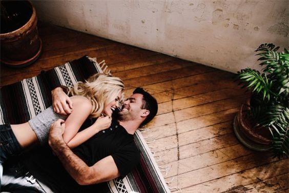 """Vợ cứ thế này khi """"yêu"""" thì chồng mãi mê đắm chẳng thèm tòm tem - Ảnh 1."""
