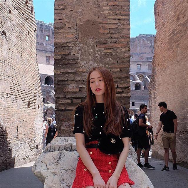 Kỳ Duyên trắng muốt, Ngọc Trinh trẻ như nữ sinh tận hưởng chuyến du lịch hè trong street style tuần qua - Ảnh 13.