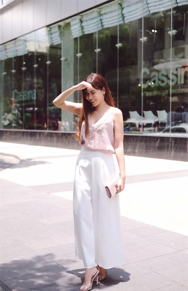 Kỳ Duyên trắng muốt, Ngọc Trinh trẻ như nữ sinh tận hưởng chuyến du lịch hè trong street style tuần qua - Ảnh 15.