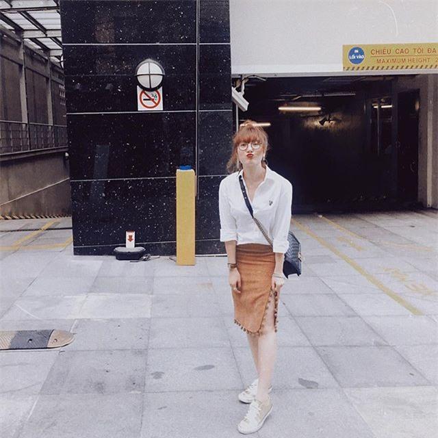 Kỳ Duyên trắng muốt, Ngọc Trinh trẻ như nữ sinh tận hưởng chuyến du lịch hè trong street style tuần qua - Ảnh 17.
