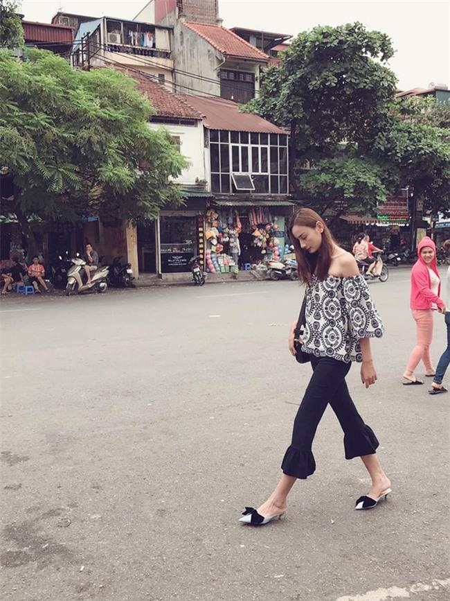 Kỳ Duyên trắng muốt, Ngọc Trinh trẻ như nữ sinh tận hưởng chuyến du lịch hè trong street style tuần qua - Ảnh 21.