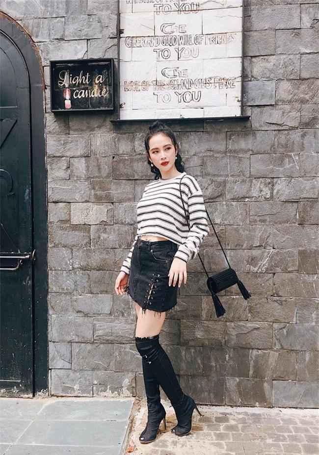 Kỳ Duyên trắng muốt, Ngọc Trinh trẻ như nữ sinh tận hưởng chuyến du lịch hè trong street style tuần qua - Ảnh 7.
