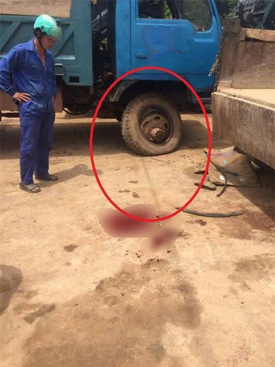 Nổ lốp khi đang bơm hơi, chủ xe ô tô chết thảm - 1