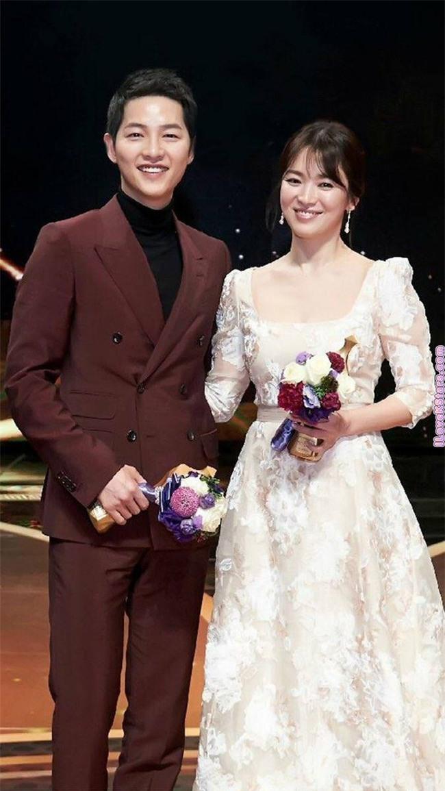 """Tuổi Sửu và tuổi Dậu là """"trời sinh một cặp"""" đấy! Song Joong Ki và Song Hye Kyo sẽ có hôn nhân viên mãn? - Ảnh 1."""