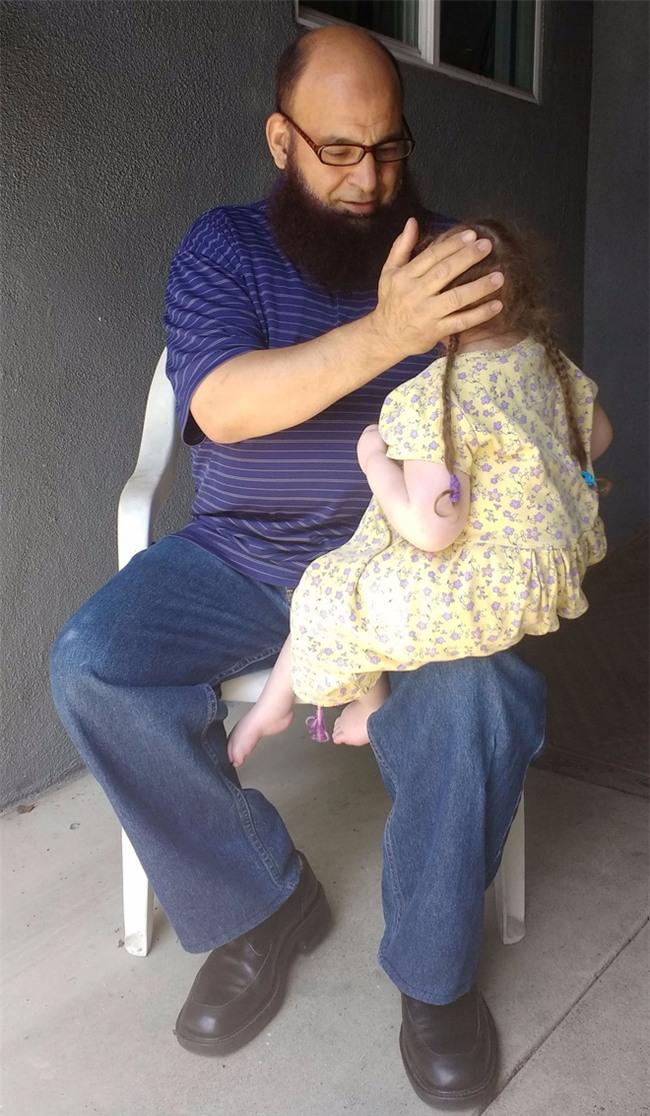 Rất nhiều em bé đã qua đời ở ngôi nhà của người đàn ông này, nhưng câu chuyện về ông sẽ khiến bạn nghẹn lời - Ảnh 4.