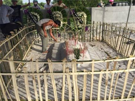 Sốc: Có 23 vết thương trên thi thể bé trai mất tích tại Quảng Bình - Ảnh 2.