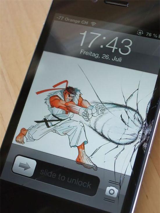 Điện thoại bị bể màn hình, 14 người này có cách chữa cháy để dùng không thể đỡ nổi - Ảnh 1.