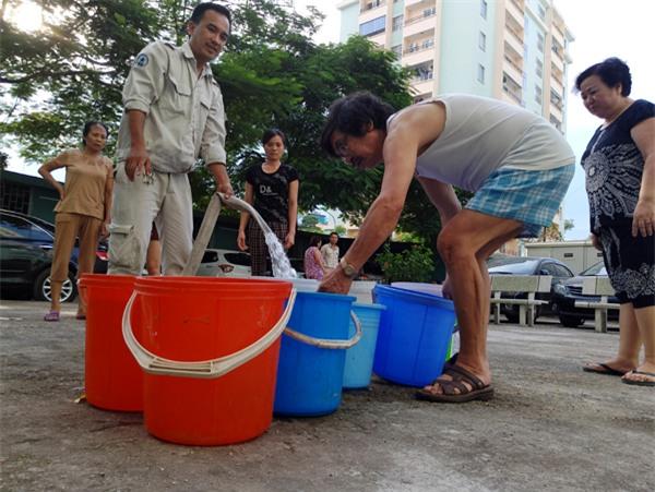 Hà Nội: Thiếu nước sinh hoạt, nhiều gia đình KĐT Đại Kim ngậm ngùi bỏ 3 triệu đồng/20 ngày mua nước sạch - Ảnh 3.