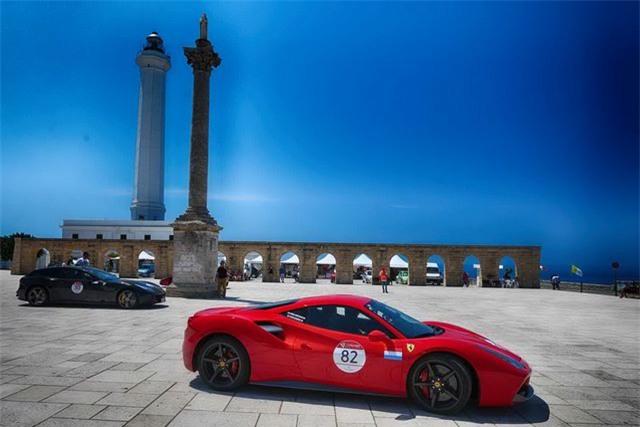 Hàng trăm siêu xe Ferrari diễu hành tại quê nhà Italia - 11