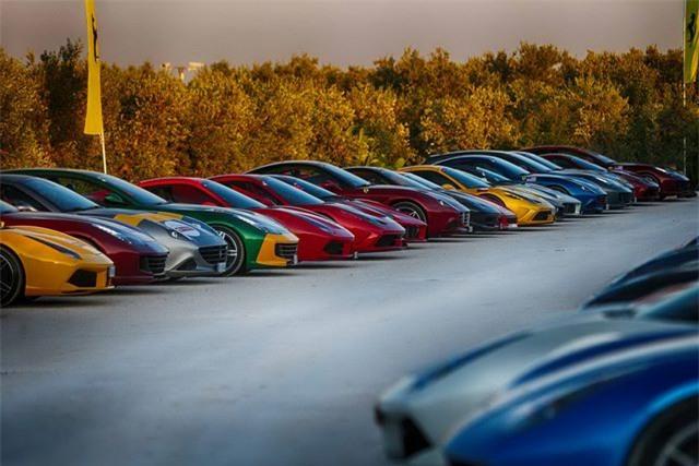 Hàng trăm siêu xe Ferrari diễu hành tại quê nhà Italia - 2