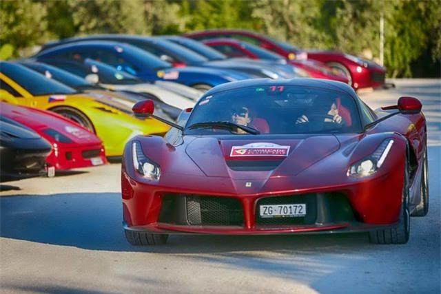 Hàng trăm siêu xe Ferrari diễu hành tại quê nhà Italia - 3