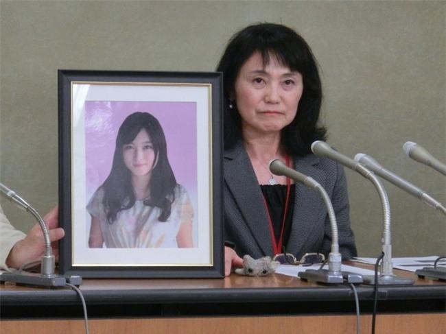 Áp lực vì làm thêm hơn 100 giờ/tuần, một nhân viên công ty quảng cáo hàng đầu Nhật Bản tự tử - Ảnh 2.