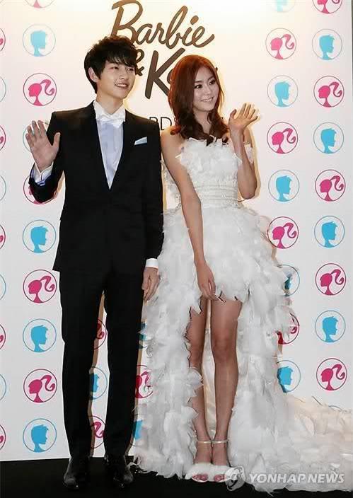 Cả thế giới ra đây mà xem, hoá ra Song Joong Ki vẫn luôn phân biệt đối xử Song Hye Kyo với các diễn viên nữ khác - Ảnh 10.