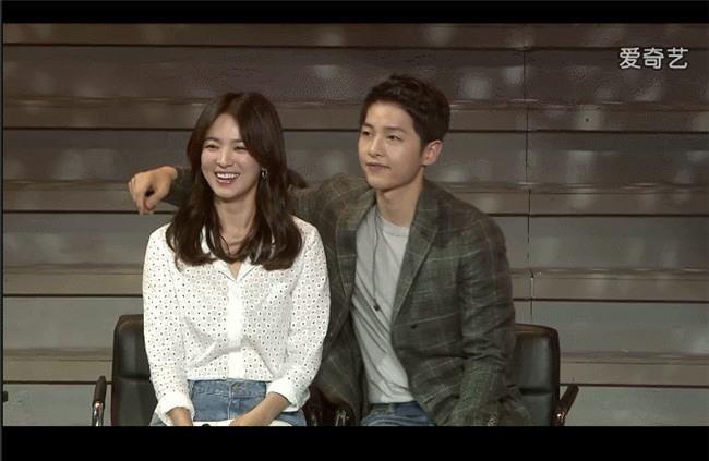 Cả thế giới ra đây mà xem, hoá ra Song Joong Ki vẫn luôn phân biệt đối xử Song Hye Kyo với các diễn viên nữ khác - Ảnh 23.