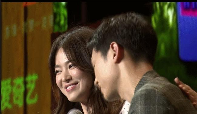 Cả thế giới ra đây mà xem, hoá ra Song Joong Ki vẫn luôn phân biệt đối xử Song Hye Kyo với các diễn viên nữ khác - Ảnh 24.