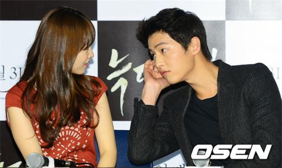 Cả thế giới ra đây mà xem, hoá ra Song Joong Ki vẫn luôn phân biệt đối xử Song Hye Kyo với các diễn viên nữ khác - Ảnh 27.