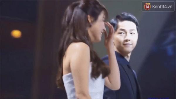 Cả thế giới ra đây mà xem, hoá ra Song Joong Ki vẫn luôn phân biệt đối xử Song Hye Kyo với các diễn viên nữ khác - Ảnh 31.