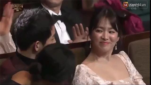Cả thế giới ra đây mà xem, hoá ra Song Joong Ki vẫn luôn phân biệt đối xử Song Hye Kyo với các diễn viên nữ khác - Ảnh 4.