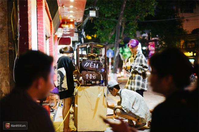 Giữa Hà Nội, có một quán cafe đang gây sốt vì tấm biển hiệu Ở đây không có wifi, hãy nói chuyện với nhau như năm 1992! - Ảnh 12.