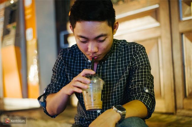Giữa Hà Nội, có một quán cafe đang gây sốt vì tấm biển hiệu Ở đây không có wifi, hãy nói chuyện với nhau như năm 1992! - Ảnh 14.
