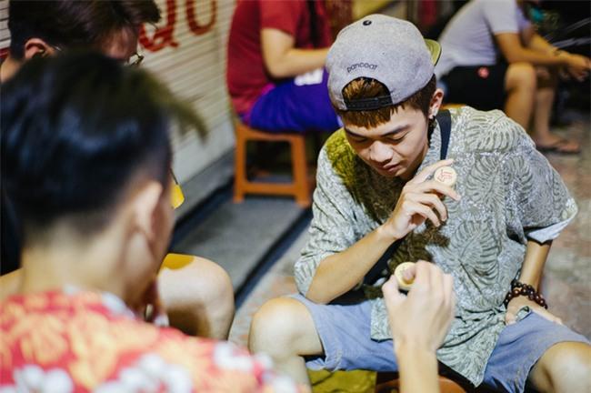 Giữa Hà Nội, có một quán cafe đang gây sốt vì tấm biển hiệu Ở đây không có wifi, hãy nói chuyện với nhau như năm 1992! - Ảnh 17.