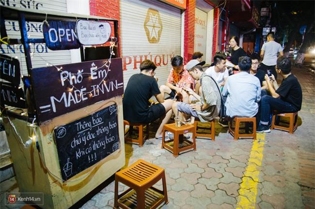 Giữa Hà Nội, có một quán cafe đang gây sốt vì tấm biển hiệu Ở đây không có wifi, hãy nói chuyện với nhau như năm 1992! - Ảnh 5.