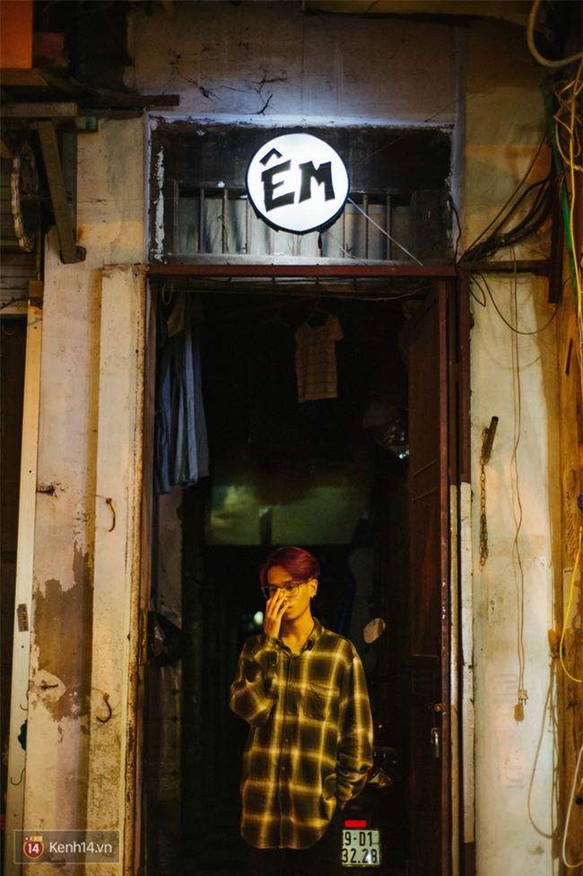 Giữa Hà Nội, có một quán cafe đang gây sốt vì tấm biển hiệu Ở đây không có wifi, hãy nói chuyện với nhau như năm 1992! - Ảnh 9.