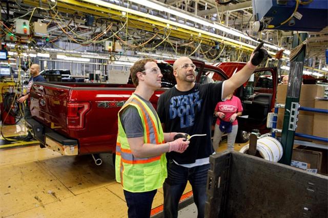 Zuckerberg đã tham gia lắp ráp một chiếc xe hơi hiệu Ford F-150 trong một nhà máy ở Michigan hồi tháng 4.