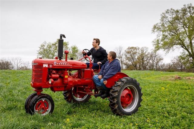 Cách đây vài tuần, Zuckerberg dành một buổi chiều tại một nông trại ở vùng Blanchardville, bang Wisconsin.