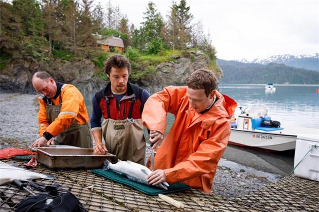 Zuckerberg dành ngày nghỉ lễ độc lập 4/7 để câu cá hồi tại vùng Homer, bang Alaska.