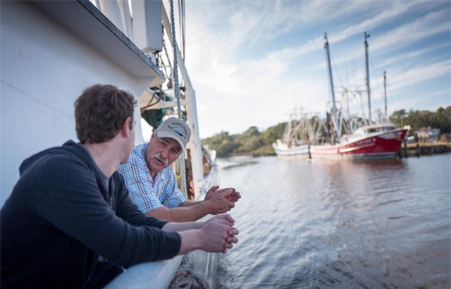 Zuckerberg tiếp tục chuyến đi của mình đến miền Nam Alabama thăm công ty Mobile và Bayou La Batre. Trong khi đó, ông cũng gặp gỡ ông Dominick Ficarino, một ngư dân đánh tôm khởi nghiệp thành công và từng xuất hiện trên kênh truyền hình History.