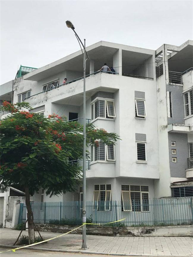 Hà Nội: Phát hiện thi thể người đàn ông đang phân hủy trong tư thế treo cổ tại ngôi nhà 4 tầng - Ảnh 1.