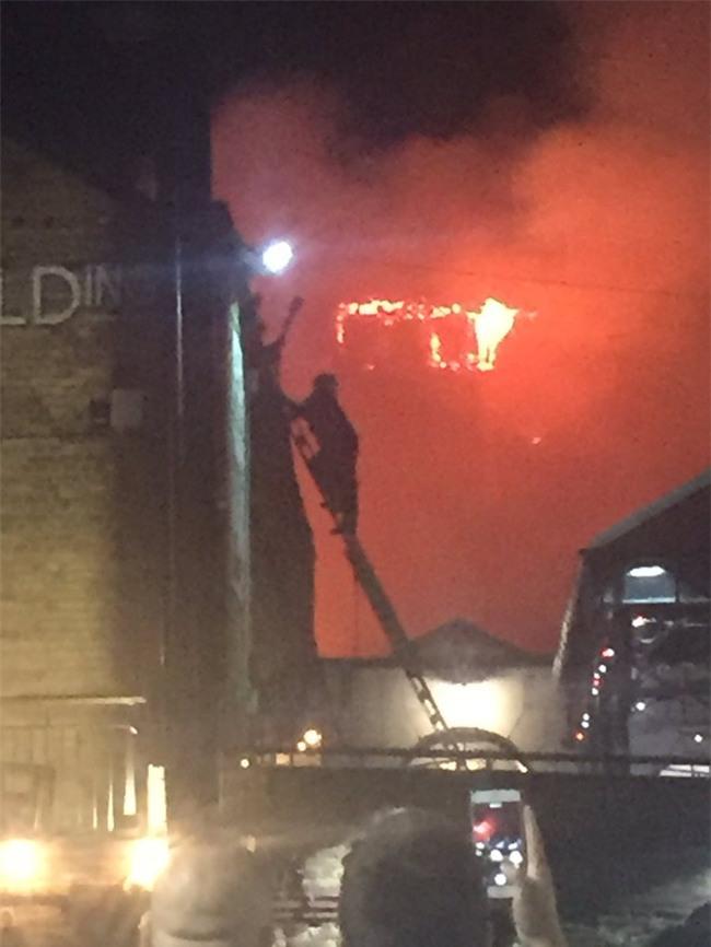 Cháy lớn tại khu chợ nổi tiếng ở London - Ảnh 2.