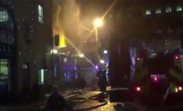 Cháy lớn tại khu chợ nổi tiếng ở London - Ảnh 3.