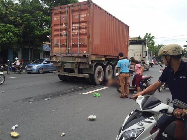 Hải Phòng: Thai phụ tử vong thương tâm dưới bánh xe container - Ảnh 1.