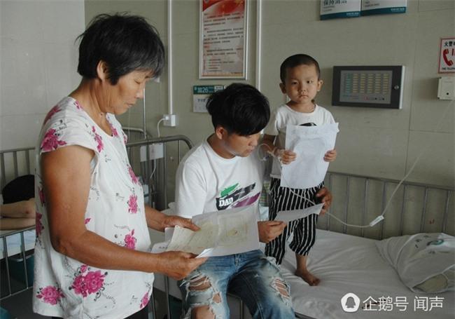 Bị bỏ rơi vì ung thư máu, bé 4 tuổi vẽ tranh mẹ cho đỡ nhớ: Nếu con khỏi bệnh, mẹ có về không? - Ảnh 3.