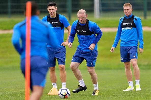 Rooney rang ro trong buoi tap dau tien cung CLB moi hinh anh 1