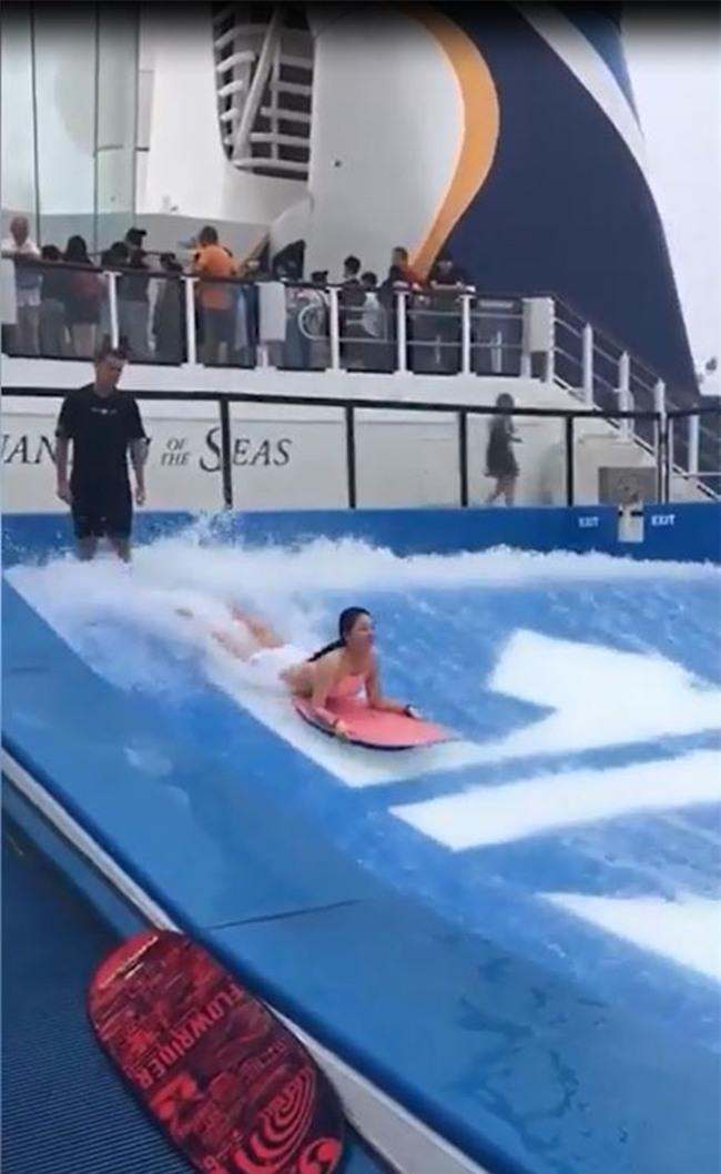 Du thuyền ác nhất thế giới: 2 cô gái chơi bể sóng nhân tạo bị đánh tụt quần - Ảnh 2.