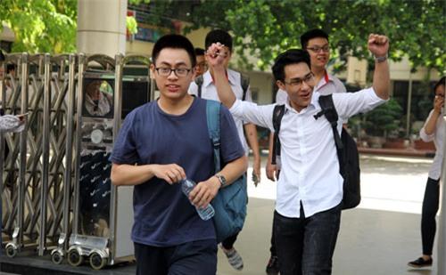 "tuyen sinh dh-cd 2017:du kien diem chuan truong ""top"" tren tang vot hinh anh 1"